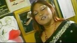 Femme indienne ronde et salope baisée par des étrangers - Film x