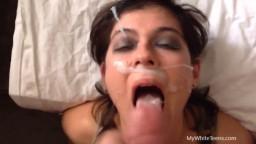 Trina agée de 26 ans reçoit une grosse éjaculation faciale - XXX - #02