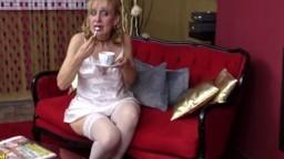 Une femme agée se fait baiser en lingerie - Vidéo x - #02