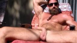 Un mec branle sa queue au soleil - Vidéo porno - #02