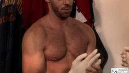 Sexe et fisting gay dans les vestiaires - XXX - #02
