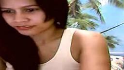 Une asiatique avec de longs tétons et des seins laiteux à la webcam - Vidéo porno - #01