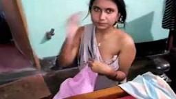 Une indienne de Gujarati se fait doigter par son voisin - Film porno - #01