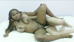Une black enceinte se gode avant de se faire baiser - Vidéo x