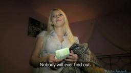Une blonde de l'est accepte de se faire fourrer contre de l'argent - Film x amateur - #02
