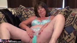Une femme mature en sous-vêtements se masturbe juste pour vous - Vidéo porno hd - #02
