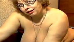 Masturbation à la webcam avec une grosse mature à lunettes - Film x - #01