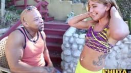 Cette jeune femme ouvre son cul pour un black avec un énorme membre - Film x hd - #02