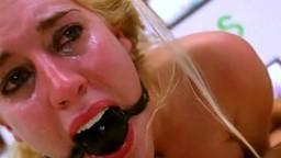 Cette jeune blonde avec un bâillon boule se fait brutaliser pendant un casting - Film x - #01