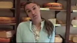 L'hollandaise Sabrina baise dans un magasin de fromages - Film porno