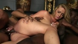 Deux black et une blonde pour du sexe anal interracial - Vidéo porno - #02