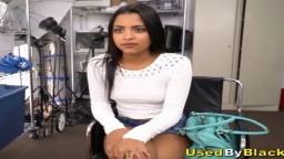 Une jeune amatrice latine s'est présentée pour tourner une vidéo porno avec un black