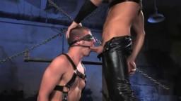 Attaché et les yeux bandés, il se fait torturer sexuellement par un gay - #02