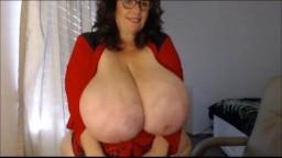 Les seins incroyablement gros d'une femme mûre à la webcam - Vidéo porno