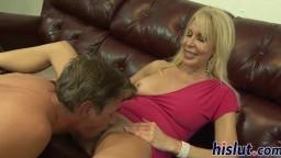 Cette femme mûre blonde adore qu'on lui bouffe la chatte - Vidéo x hd - #02