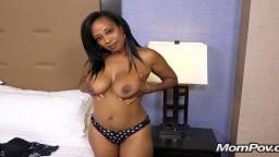 Lauren est une chaude milf black à gros seins de 41 ans - Vidéo x