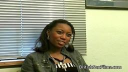 Une fille black britannique participe à un casting porno - Film x hd