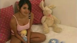 Cette jeune indienne se fait enculer sauvagement par son tuteur - Vidéo porno