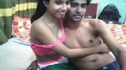 Deux jeunes amoureux indiens baisent sans complexe devant la webcam - Film x