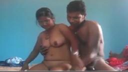 Teen indienne baisée sur un bateau