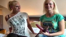 Deux cousines allemandes ont décidé de baiser ensemble - Film porno hd