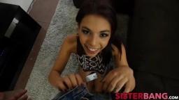 Cette jeune salope brésilienne découvre une grosse queue - Film x - #01