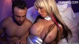 Une gogo danseuse française avec des gros seins siliconés - Vidéo x - #02