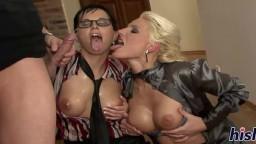 Les stars du porno tchèque Renata Black et Sarah Star se font pisser dessus - Vidéo x hd - #02