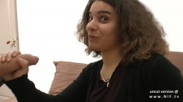 Une métisse française tourne une scène porno avec deux mecs - Vidéo x hd