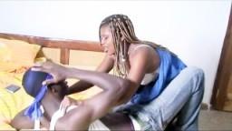 Un couple de vrais africains nous offre une bonne scène de sexe - Film x