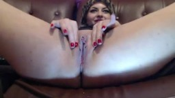 Une femme masturbe son clitoris d'égyptienne à la webcam - Vidéo porno