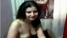Un couple arabe fait des cochonneries face à la caméra - Vidéo porno