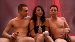 La beurette Aileen Dacosta en trio avec deux étalons - Film porno