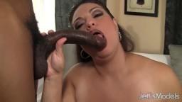 Cette femme adore le sexe interracial avec un noir - Film porno hd