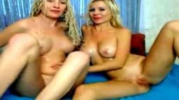 Deux salopes suédoises lesbiennes se godent le vagin à la webcam - XXX - #01