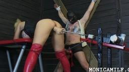 La salope norvégienne Monica Milf se chauffe avec une machine à baiser avant de torturer son homme - XXX HD