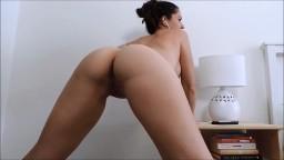 Cette magnifique arabe cochonne remue son cul à la webcam - Vidéo porno hd