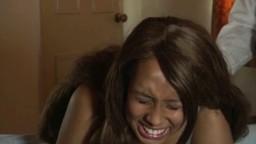 Un mec punit sa jeune copine noire avec des fessées et des coups de baguette - Vidéo x - #02