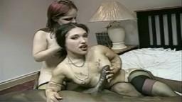 La naine Bridget dans un trio interracial avec une grosse bite noire - Vidéo porno hd - #02