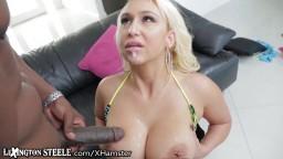 La star du porno serbe à gros seins Nina Kayy baise avec le légendaire Lexington Steele - #01