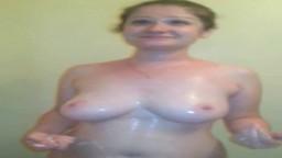 La milf bulgare Irina filmée nue dans sa douche - Vidéo porno