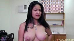 Une philippine rondelette avec des gros seins se fait baiser durement par un touriste - Vidéo porno hd