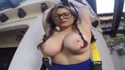 Tessa Fowler fait du sport les seins nus - Vidéo porno hd 1080p - #02