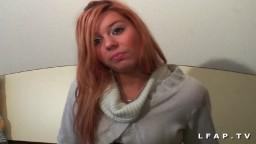 Le casting d'une jeune rousse française de 19 ans dans un plan à 3 - Vidéo porno hd