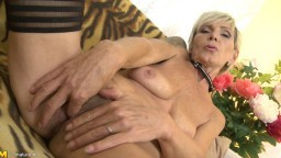 La vieille tchèque Nicol Mandorla (Irenka) se masturbe en solo - Vidéo porno hd - #02