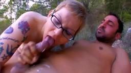 Un petit coup rapide dans la forêt avec une femme française rondelette - Vidéo porno hd