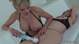 Domination et masturbation avec la lesbienne mature Lady Sonia - Vidéo porno hd - #02