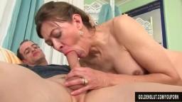 La femme mature Morgan utilise sa bouche et son vagin pour donner du plaisir - Vidéo porno hd