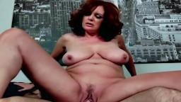 La cougar Andi James a trouvé une bite pour le remplir le trou - Vidéo porno hd