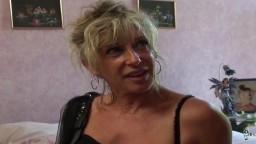 La mature française Marina Beaulieu se fait éjaculer sur le cul - Vidéo porno hd